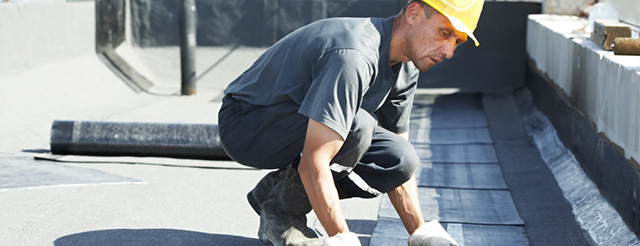 Flat roof covering works with roofing felt