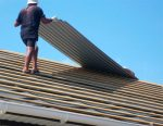 Как крыть крышу профнастилом своими руками правильно – Как крыть крышу профнастилом: подробная инструкция